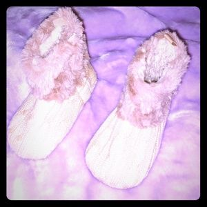 NWOT's Faux Fur Sweater Booties Sz 9-12 Months